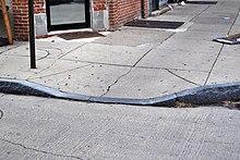 Curb cut - Curb cut การออกแบบทางลาด Wikipedia